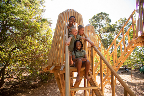 kids in tree house